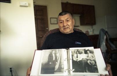 Photos de ses ancêtres. L'un d'eux a participé à la Bataille de Little Big Horn.