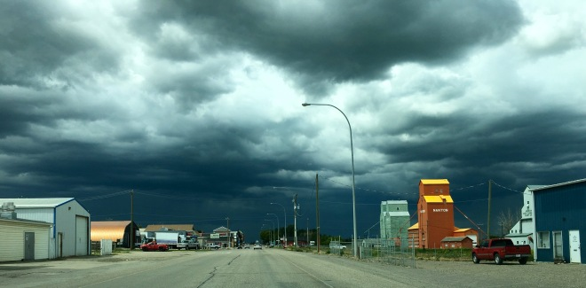 Sur la route... Entre le Montana et l'Alberta pendant un orage.