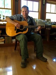 Avec sa Gibson G-150.